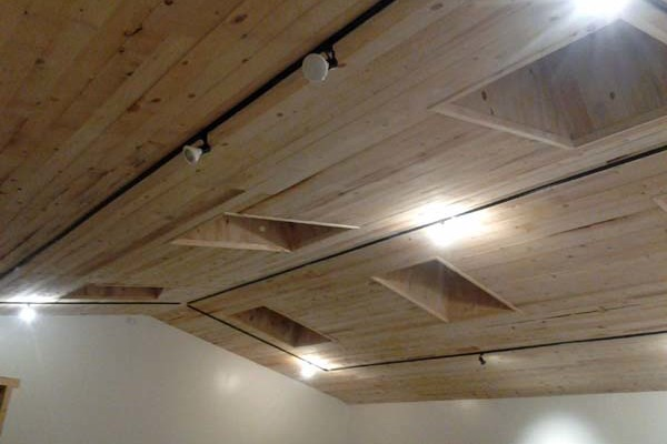 finished rough sawn ceiling in Rastra block studio